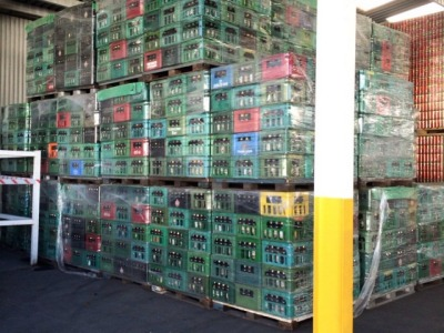бутылочные ящики на палетах